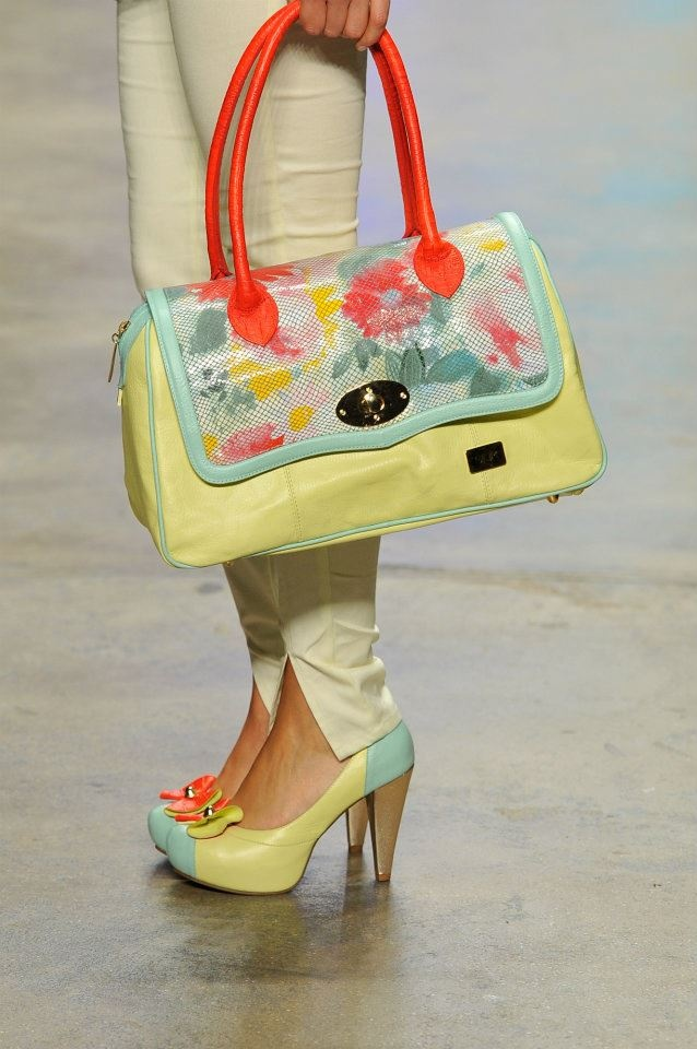 In love w/ this bag.