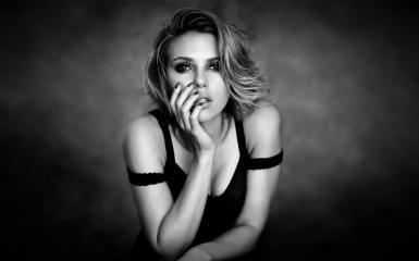 スカーレット·ヨハンソン、黒と白