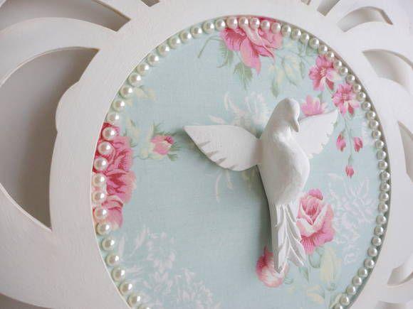 Proteja sua casa com o Espírito Santo e deixe o ambiente ainda mais bonito!  Mandala em MDF pintado e fundo forrado em tecido. R$ 62,00