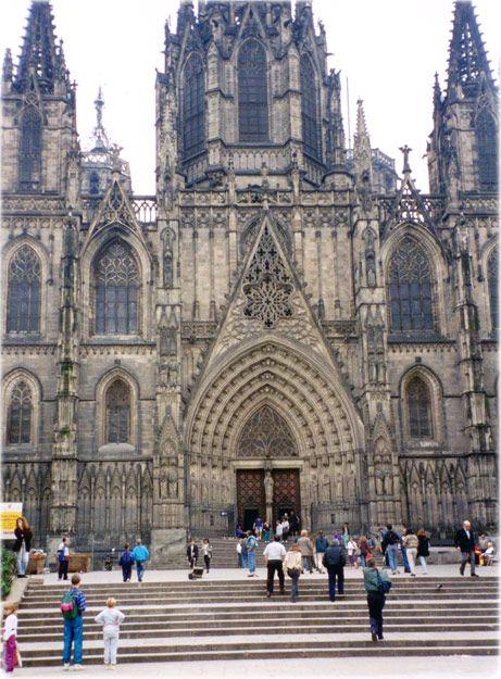 Barcelona, Espanha Turismo-a Catedral de Santa Eulália em Barcelona, construída entre os séculos 13 e 15, em estilo neogótico