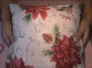 Decorative Christmas Pillows from Cloth Napkins #video #tutorial by PinkScrapper99