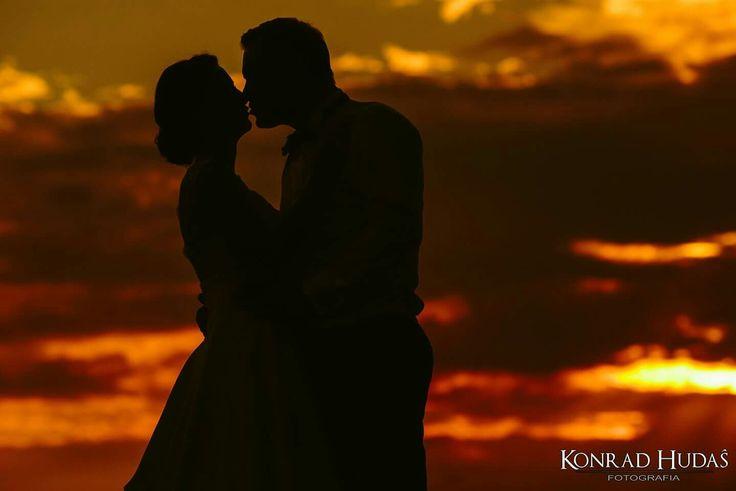 Z serii gorące pocałunki :) Fotograf : www.konradhudas.pl #fotograflublin #fotograflubartow #zdjeciaslubne