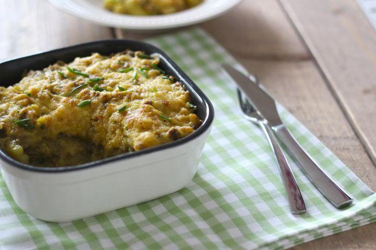 Een heerlijke kerrie-ovenschotel met gehakt, bloemkool en aardappel. Lekker en simpel te bereiden!