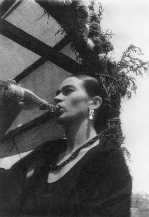 #Frida tomando cerveza