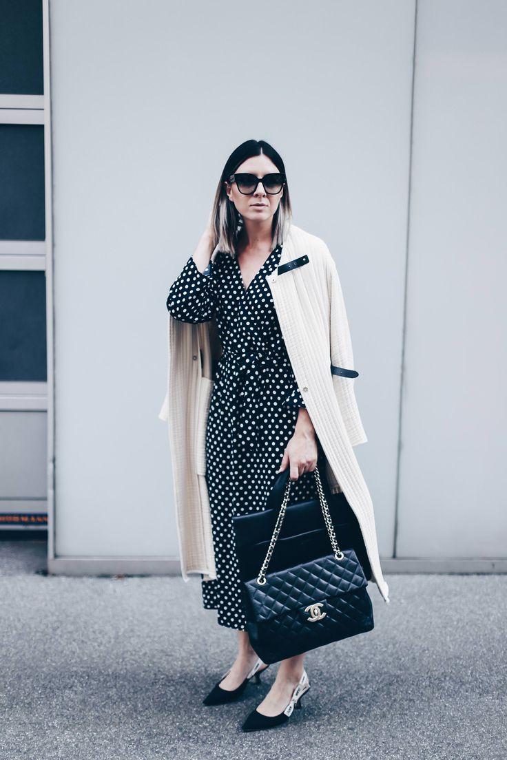 Polka Dots Kleid Outfit im Office, Büro Outfit Styling, Business Look, Karriere Blog, Outfit Blog, Modeblog, Kitten Heels, Chanel Flap Bag, Isabel Marant Mantel, www.whoismocca.com