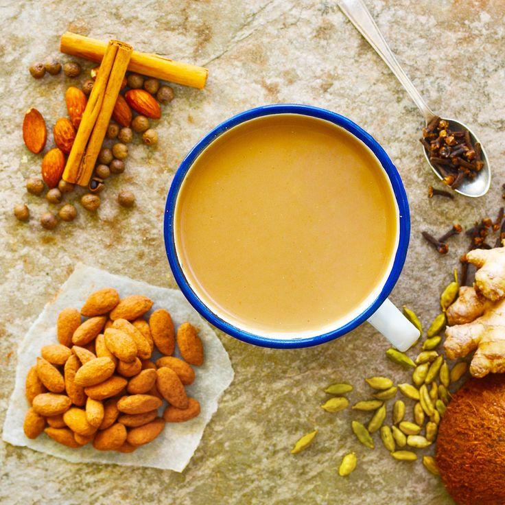 Chai latte och chokladdragérade mandlar! Veganskt, glutenfritt och sockerfritt. Receptet finns i meny 26. 😊  www.allaater.se