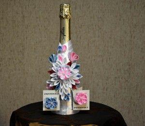 Putojancio vyno papuosimas. Su magnetiniais atvirukais, skirtais sveikinimams arba vaiku vardams rasyti.