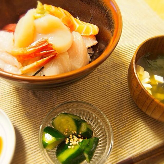 コストコのお刺身で贅沢海鮮丼♡ ワカメと豆腐のお吸い物 キュウリの中華風浅漬け - 15件のもぐもぐ - 海鮮丼 by hamarika