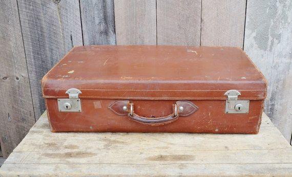 Cuir marron tronc grosse valise Vintage bac stockage Antique voyage affiche des années 1930