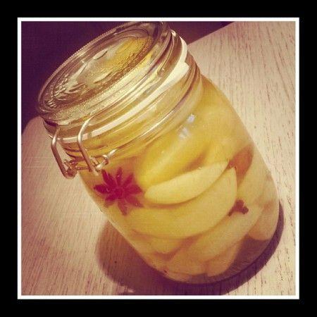 In kruiden en suikersiroop ingemaakte Appels