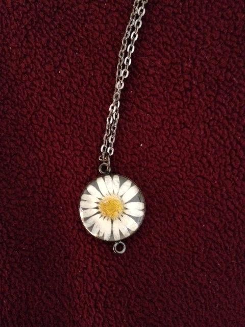 daisy pendant   $10