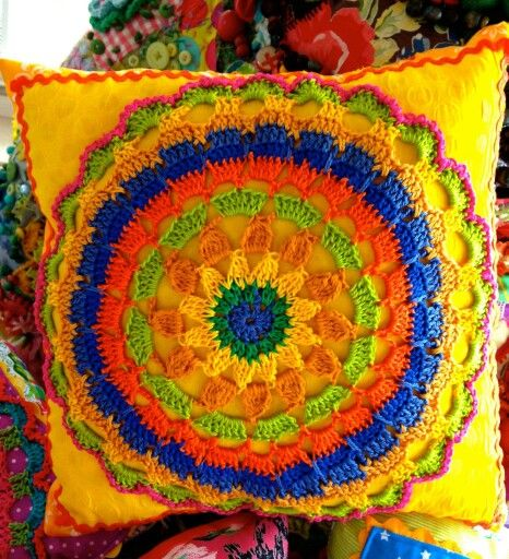 Crochét motif pillow