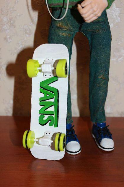 Купить или заказать 'Скейтбордист' в интернет-магазине на Ярмарке Мастеров. Скейтбордист веселый современный парень, любит кататься под любимую музыку. Отличный подарок для любителя скейтборда.