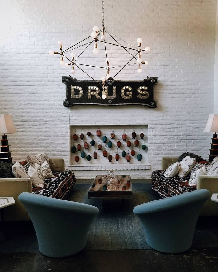 594 vind-ik-leuks, 36 reacties - Bungalow5.dk (@bungalow5dk) op Instagram: 'Who doesn't love watching big bold letters on the wall from a set of velour lounge chairs? Oh and…'