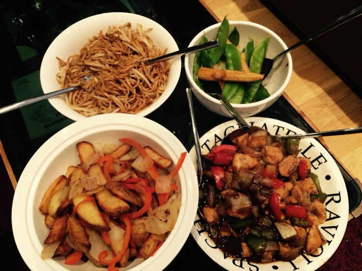 Chinese fakeaway! Chicken in oyster sauce, soft 'fried' noodles, salt & pepper chips and veg. Super yummy and all free!! Slimming World Fakeaway.