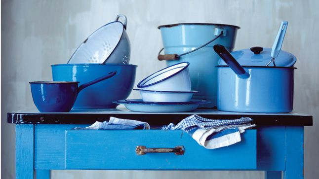 vaisselle en acier service au coeur de fer. Black Bedroom Furniture Sets. Home Design Ideas