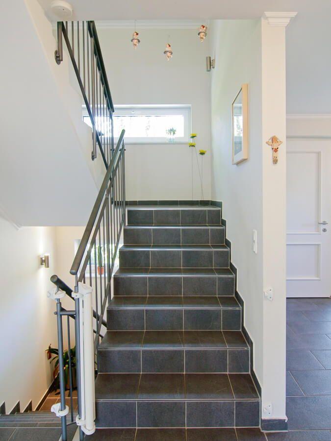Fabulous Treppenaufgang innen mit Fenster & Treppe mit Fliesen NC88