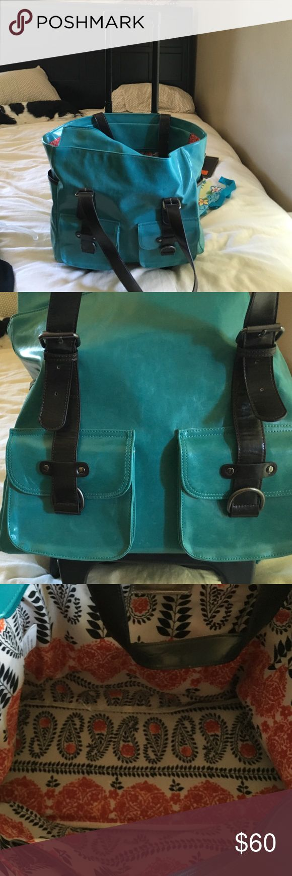 Rolling computer bag Teal green. 2 pockets on front. Fits computer and much more! Bags Laptop Bags