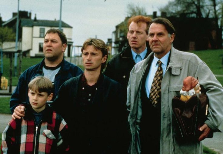 The Full Monty (1997), director: Peter Cattaneo. Still of Mark Addy, Robert Carlyle, Steve Huison, Tom Wilkinson and little William Snape.