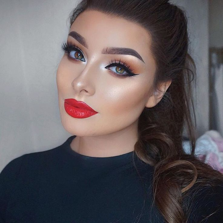 We're in love with red lips this holiday season! @jessicarose_makeup pairs this bold red lip with standout eyes in our #IconicLashes.