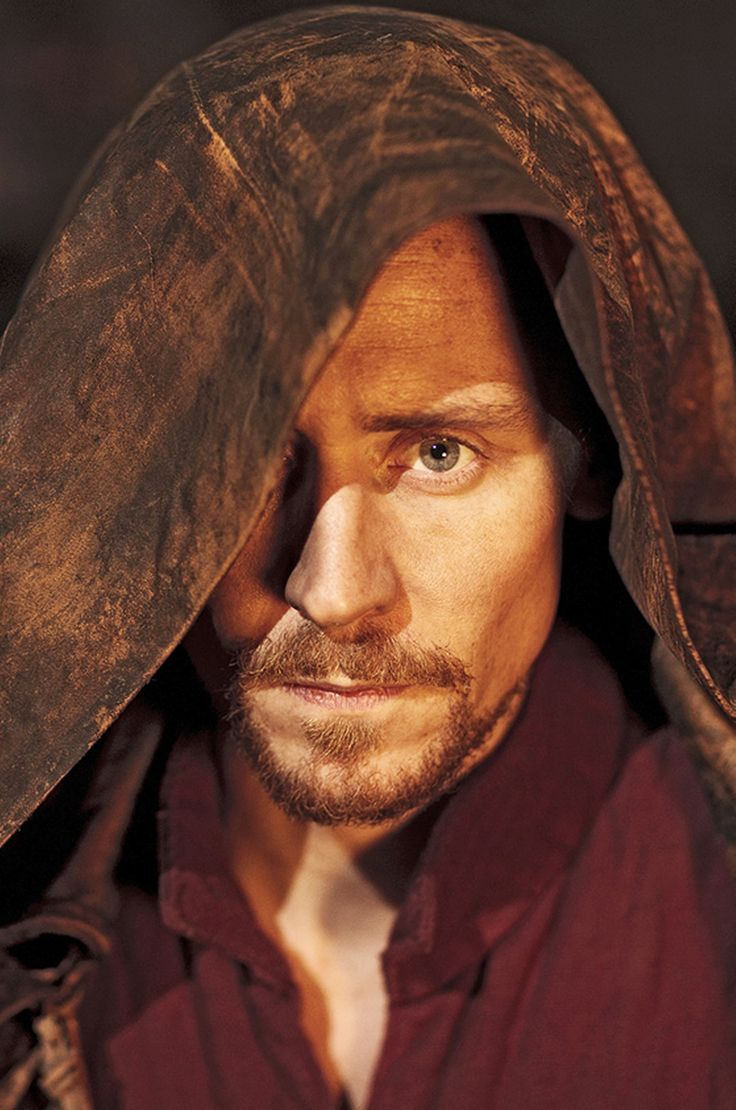 Someone cast Tom Hiddleston as a ranger in Ranger's Apprentice, please. (he would make an EPIC Halt)