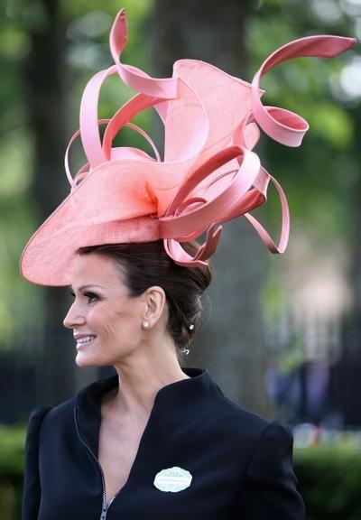royals in hats image | Evento tradicional da realeza britânica reúne os mais extravagantes ...