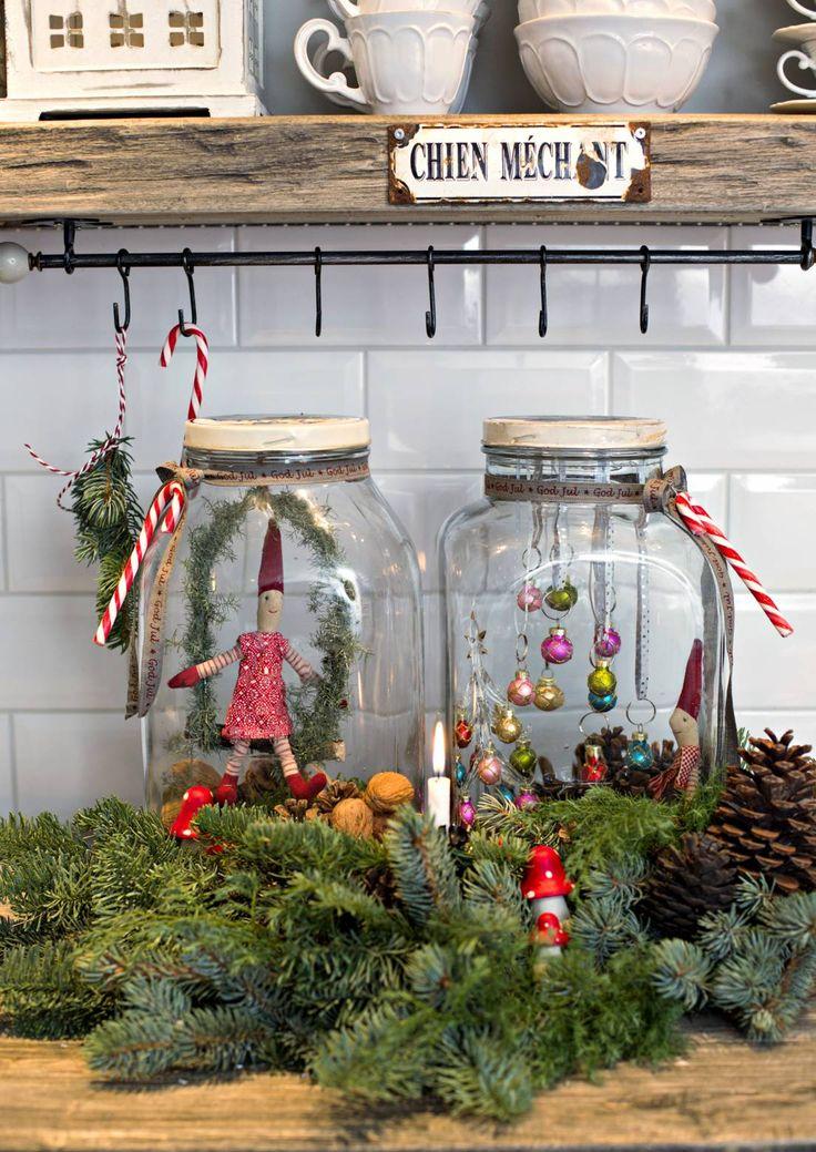 Tee herttainen jouluasetelma piirongin päälle tai tarjottimelle. Katso Unelmien Talo&Kodin kauniit ideat.