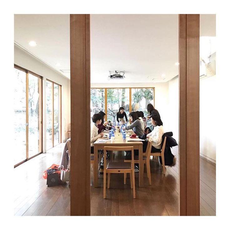 #シェア #エパー #超硬水 ・・・・・・・・・・・・・・ @ryokoyogini ayurveda&smileyoga 🌿 ・ 日曜日、静かで美しい空間でworkshopを開催しました🌿 ・ 特別な空間で、優しい生徒さん、久しぶりに会えた友人、準備から隣で支えてくれた初世さん、大切な人達とあたたかい時間を共に過ごせたことただ嬉しく、改めてなんて幸せものなんだとうれしい気持ちがこみ上げてきます😊 ・ ありがとうございました😊 ryokoyogini・ ・ ・ #yoga #yogalife #ayurveda #hepar #findmyself #workshop #theforumsetagaya #ありがとう