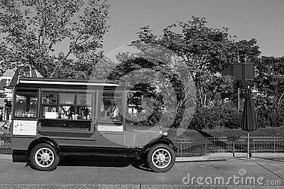 Дерево Дисней Парижа автомобиля зонтика