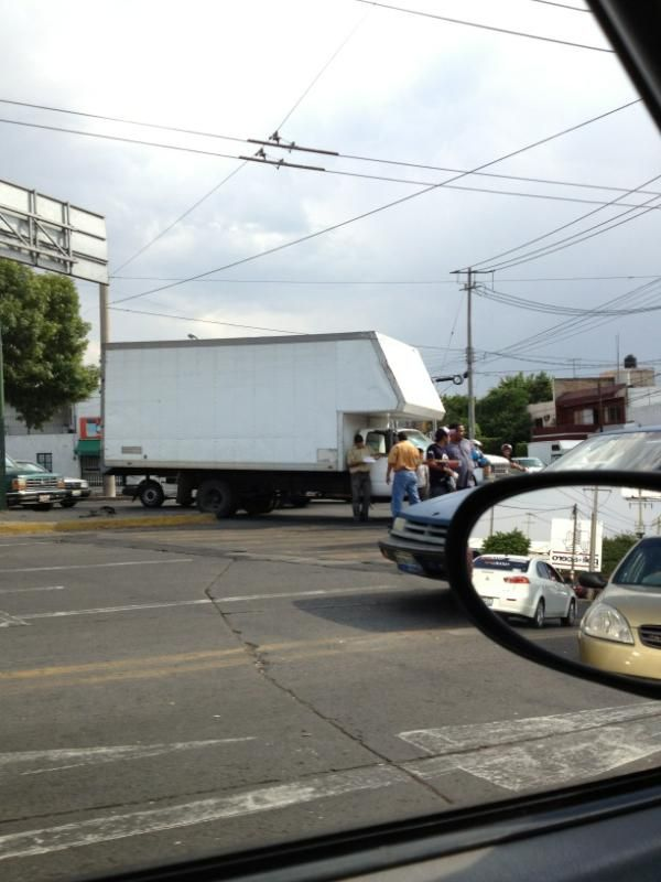 Choque en belisario dominguez y circunvalación  6/06/2012