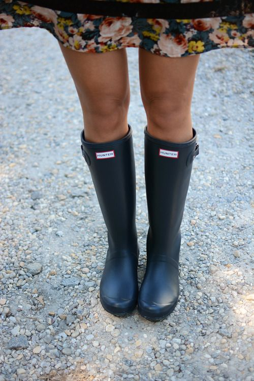 Love these Navy Hunter Boots!
