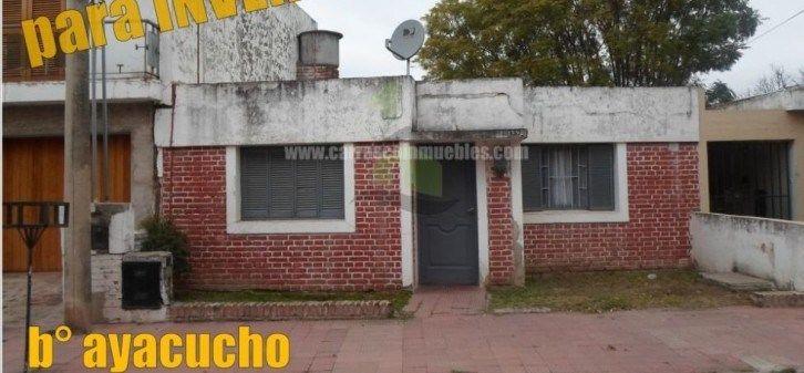 VENTA en barrio Ayacucho..  2 dormitorios, para aprovechar.
