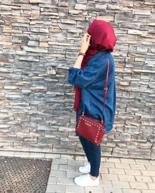 Pinterest@adarkurdish-long denim chemise with hijab-How to wear colorful hijab in winter – Just Trendy Girls
