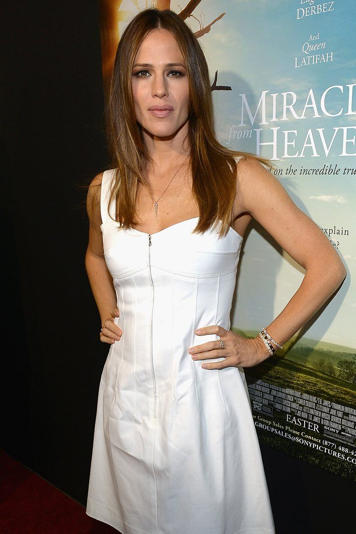 Jennifer Garner Might Just Blind You With Her White-Hot Red Carpet Appearance