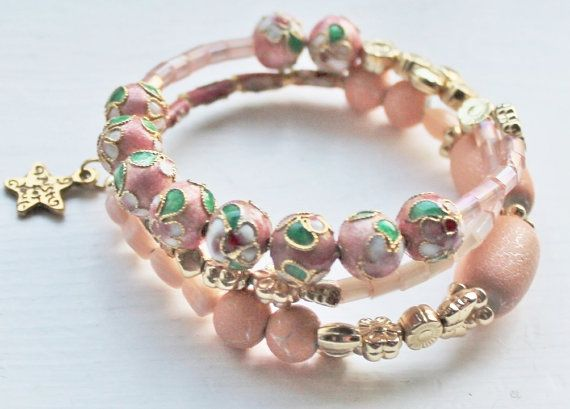 Bracelet in peach colours and metal beads by Lisbethstafnedesigns