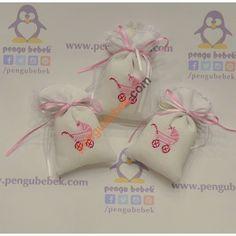 Puset Lavanta Kese Bebek Şekeri, bebeğinizin gelişi anısına ziyaretçilerinize verebileceğiniz çok sevimli bir hatıra. Pengu Bebek