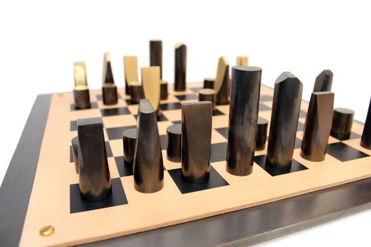 Шахматы от Simon Hasan из патированной латуни