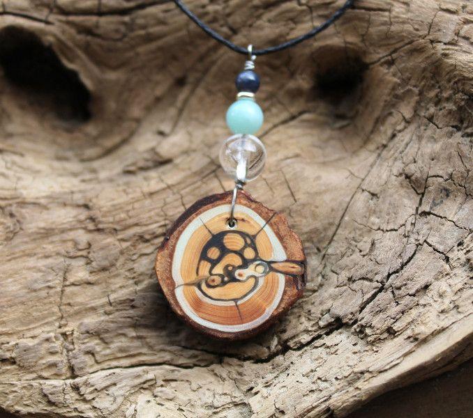 Holzanhänger - Holzanhänger*handbemalt*Saphir*Bergkristall*Zirbe - ein Designerstück von TirolZirbe bei DaWanda