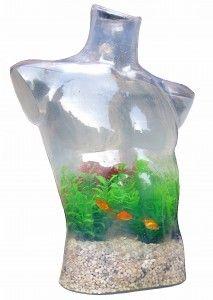 In questo caso non ci troviamo di fronte ad un accessorio di design ma ad un' opera dell'artista Jutka Csakanyi.  Si tratta di un acquario all'interno di un busto umano.  L'acqua sta a significare la primaria composizione dell'uomo ed i pesci simboleggiano invece l'origine dell'uomo.