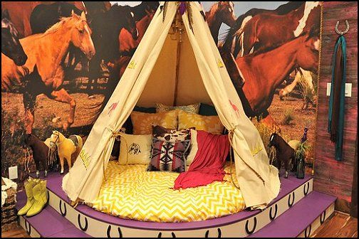 Native american indian style bedroom girls teepee for Indian themed bedroom