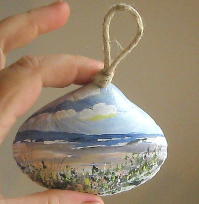 Hand painted sea shell art @Denise H. H. H. H. H. H. Thorne you could totally do this!!!