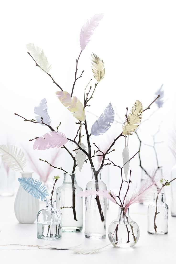 Feathers www.panduro.com #DIY #easter #gold #fabric #paper #clay #påskris #påsk #fjädrar #twigs #fake #pyssel #easter tree