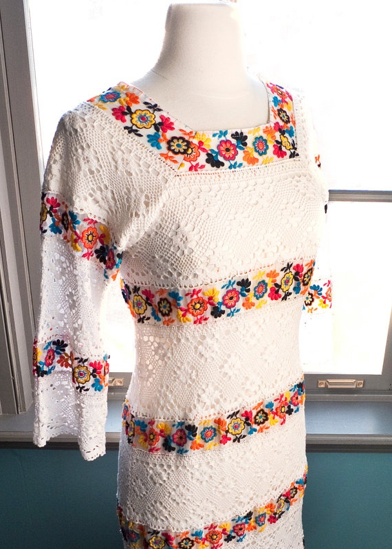 Atardecer... Vintage Mexican BOHEMIAN maxi DRESS, STUNNING floral open crochet work and embroidery