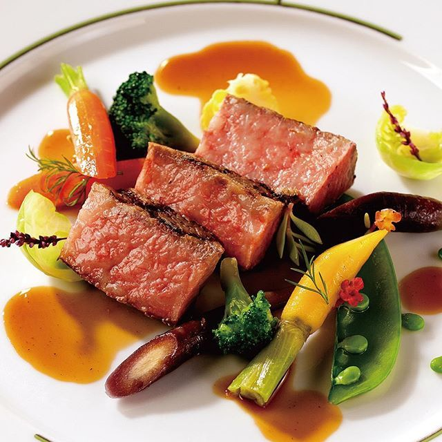 "🇫🇷 ⁑ HANZOYA WEDDING FAIR ⁑ . 【7/30(日)限定!】 日本一のいわて牛無料試食付きウエディングフェア♡ 通称 ""肉フェア""を開催します!✨ . . フランス料理店のHANZOYAウエディングの魅力はやっぱりお料理♡ 今回初めて、実際のパーティでご提供している日本一の「いわて牛」をお客様の目の前でジュージュー焼きあげて🔥ご試食していただけるフェア🍽を企画いたしました✨ 【先着3名様】の完全予約制・限定プラン! ぜひこの機会にHANZOYAに遊びにいらしてくださいね♬ . . ▽ご予約はこちら @hanzoya_mariage プロフィールHP▶︎FAIR をご覧ください♬ . . #肉 #肉テロ #飯テロ . #wedding #weddingday #weddingtbt #結婚式 #結婚式準備 #結婚式場 #結婚式場探し #ウエディングフェア #プレ花嫁 #卒花嫁 #花嫁 #2017冬婚 #2017秋婚 #2018春婚 #花嫁diy #hanzoya #nonfilter #日本中の花嫁さんと繋がりたい #フランス料理"