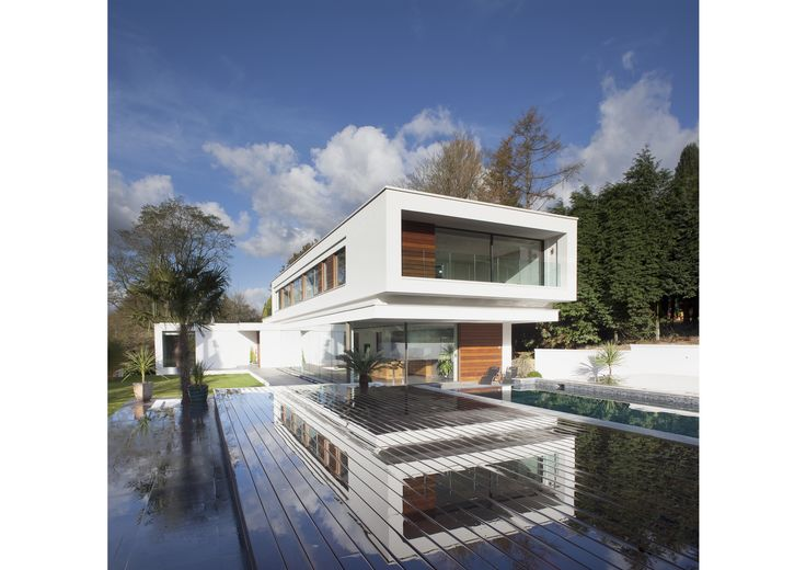 #White, #modern, #Surrey, #Lodge