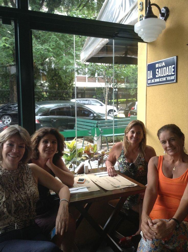 Uma delícia nosso almoço de fim de ano com nossas queridas colaboradoras: Valeria Bonafé e Maria Candida Junqueira Zacharias!...