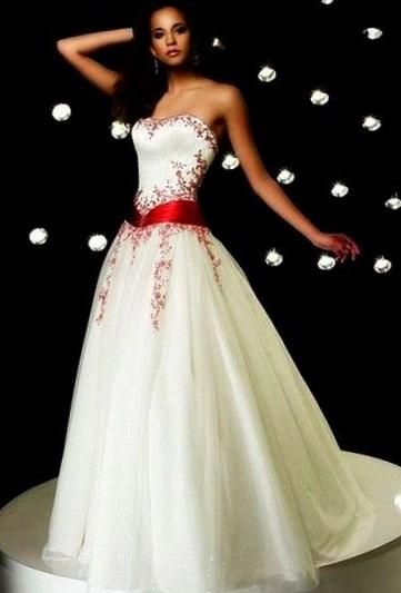 Свадебное платье белое с красным - http://1svadebnoeplate.ru/svadebnoe-plate-beloe-s-krasnym-2770/ #свадьба #платье #свадебноеплатье #торжество #невеста
