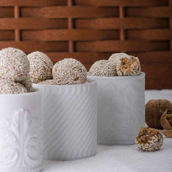 Γλυκιές μπουκιές με σουσάμι και καρύδια by Στέλιος Παρλιάρος ΧΩΡΙΣ ζάχαρη σε 15 λεπτά! - Shape.gr