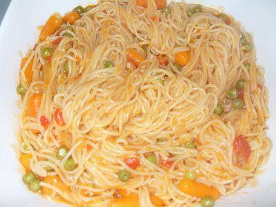 Esparguete ervilhas e cenouras