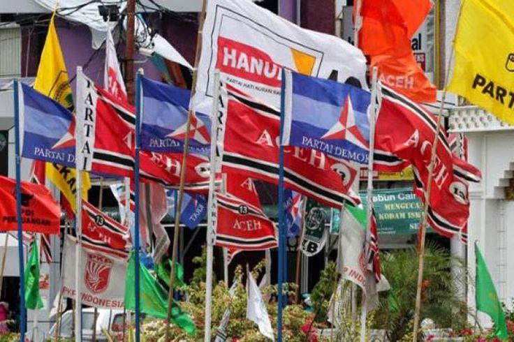Berkibarnya Bendera Parpol di Jalan hingga Posko Gempa Aceh  Konfrontasi -Ribuan bendera Partai Aceh yang berwarna merah terpancang di sepanjang jalan Kota Banda Aceh Kabupaten Aceh Besar hingga Kabupaten Pidie Jaya. Atribut tersebut marak terkaitgempa Aceh.  Bendera partai itu bukanlah terpasang sejak lama tetapi baru saja dipasangi oleh beberapa orang. Terlihat dua orang dengan satu mobil penuh bendera yang sudah terpasang di tiang bambu. Dua pria itu memasang bendera partai itu di samping…